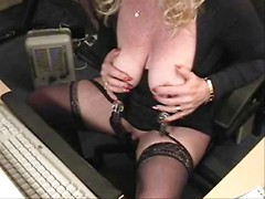 Hidden cam cought mature woman plays with her pussy in office